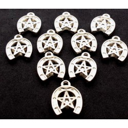 10x Plastic Lucky Horseshoe Charms